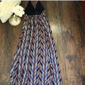 Jessica Simpson Dresses - Jessica Simpson Printed Halter Maxi Dress